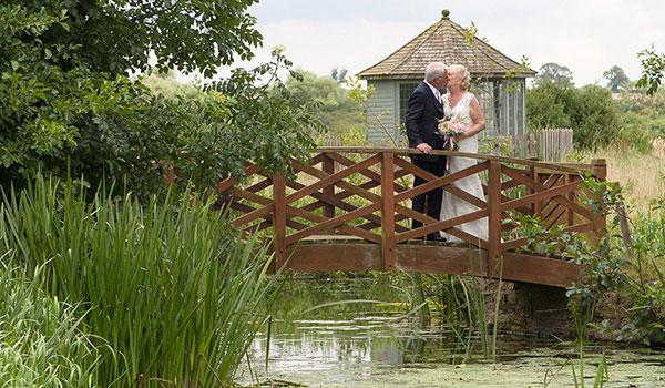 peterborough wedding photographer - summer bride