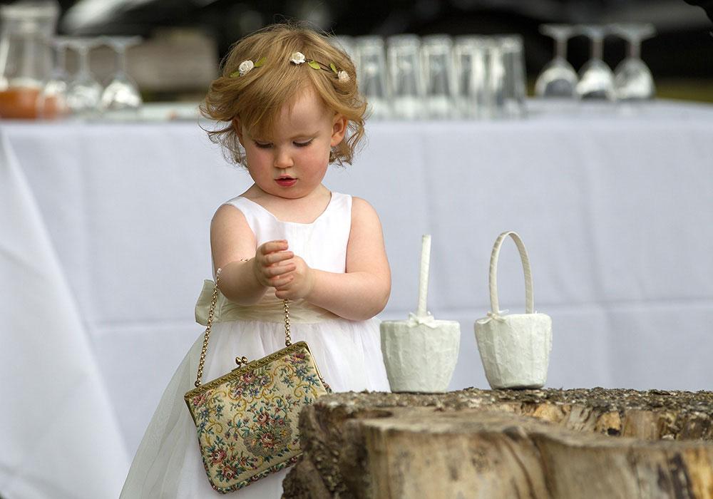 wedding photography peterborough - cute flower girl
