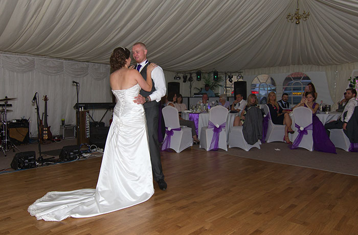 Sibson Inn Wedding Photographer - First Dance