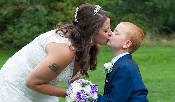 nene digital weddings - wedding photography peterborough - kiss for mum