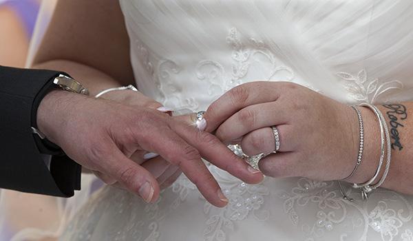 nene digital weddings - wedding photography peterborough - ring on finger