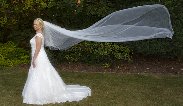 nene digital weddings - wedding photography peterborough - wedding veil in the breeze